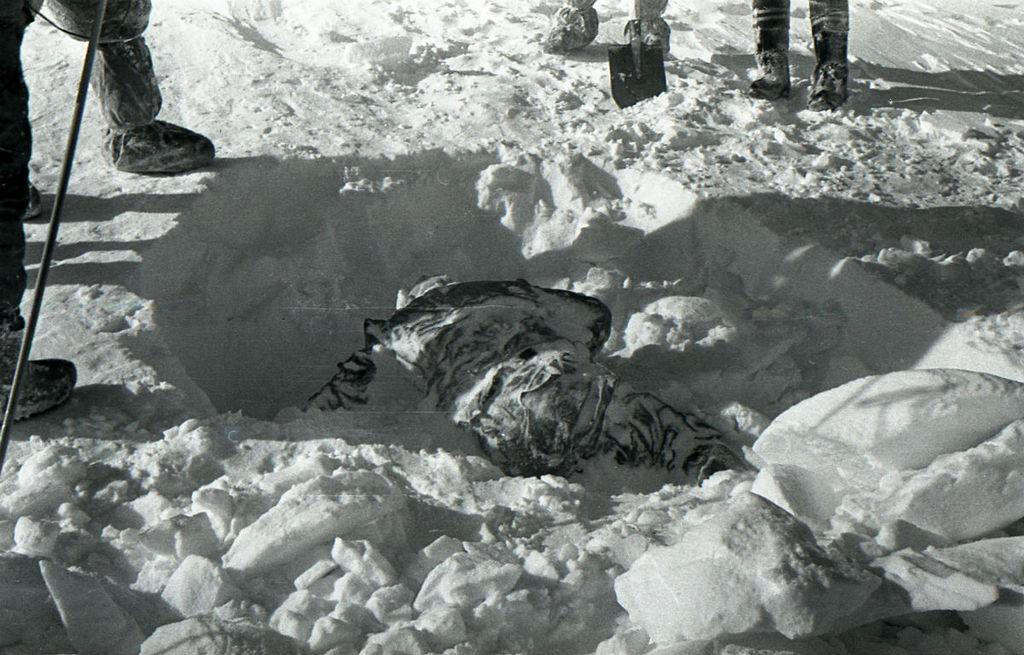 El cuerpo de Rustem Slobodin, encontrado boca abajo.