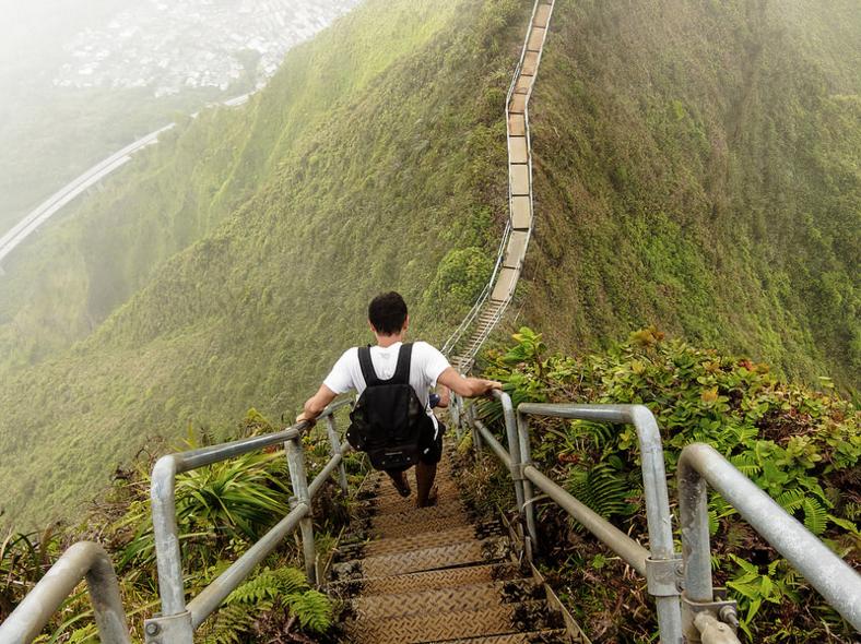 Haiku Stairs escaleras hawai isla de Ohau