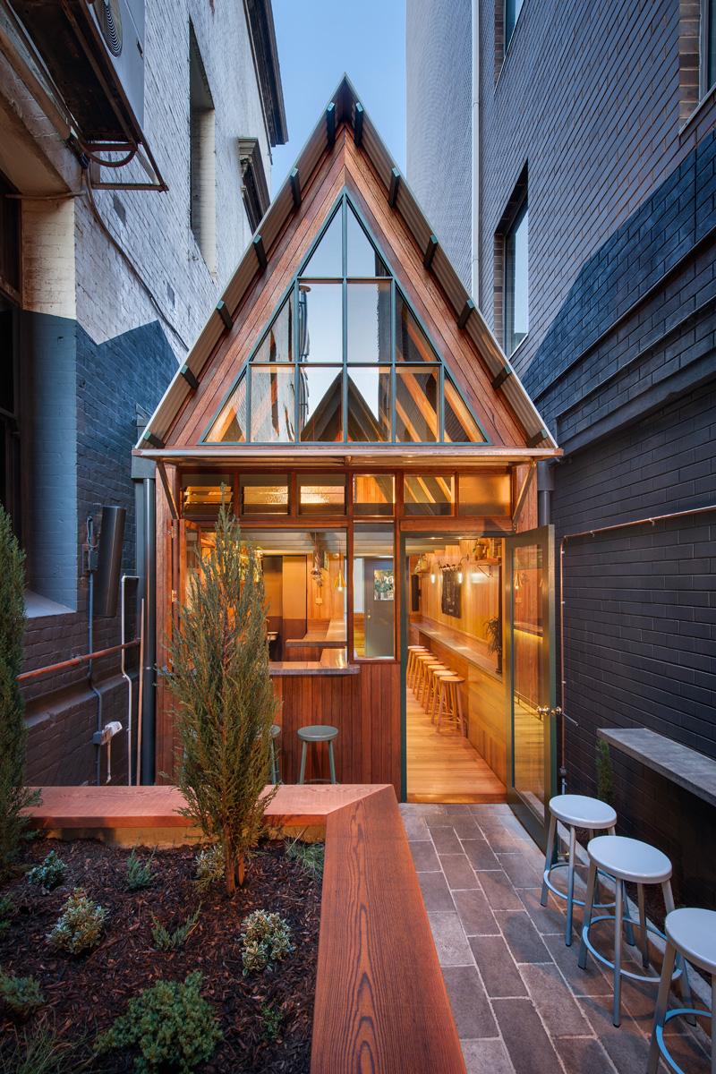 7 casas estrechas de menos de 3 metros de ancho pero for Casa minimalista 6 x 12