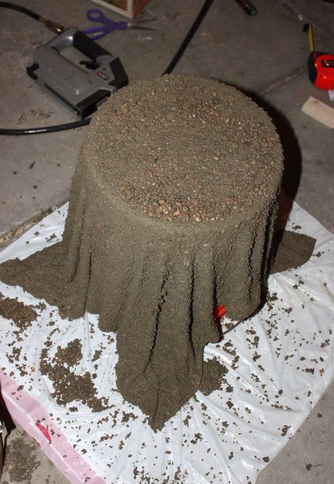 como fabrica una maceta con cemento y una toalla