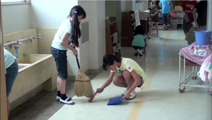 en los colegios japoneses la hora de la comida es muy diferente a los occidentales 18