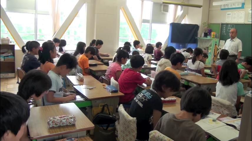en los colegios japoneses la hora de la comida es muy diferente a los occidentales 6