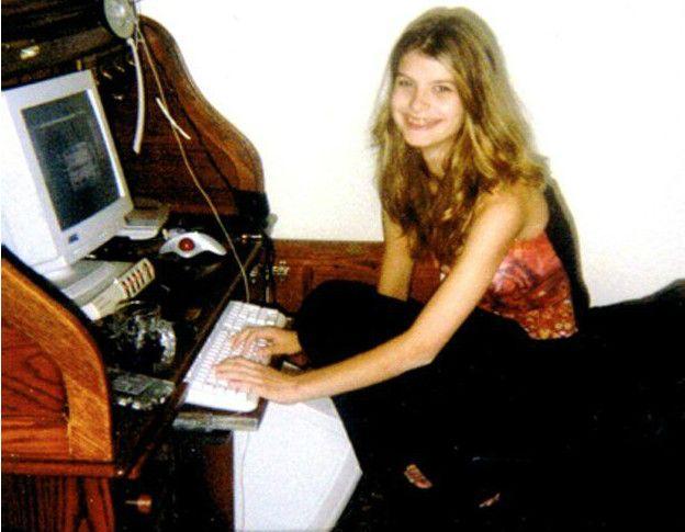 En 2001 Alice tenía 13 años y conversaba habitualmente por Internet con sus amigos.