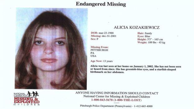 """Cartel de """"se busca"""" de Alicia, quien estuvo desaparecida durante 4 días."""