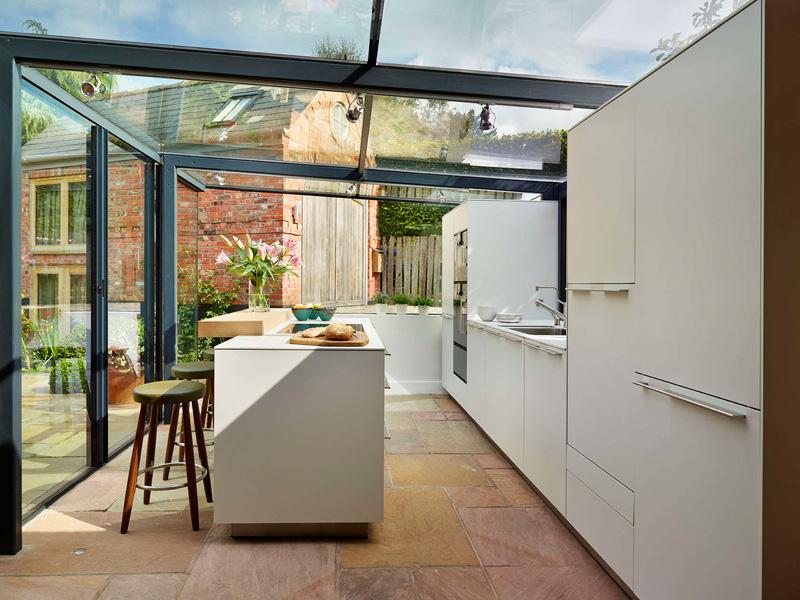 ampliación para la cocina con ayuda de paneles de cristal 4