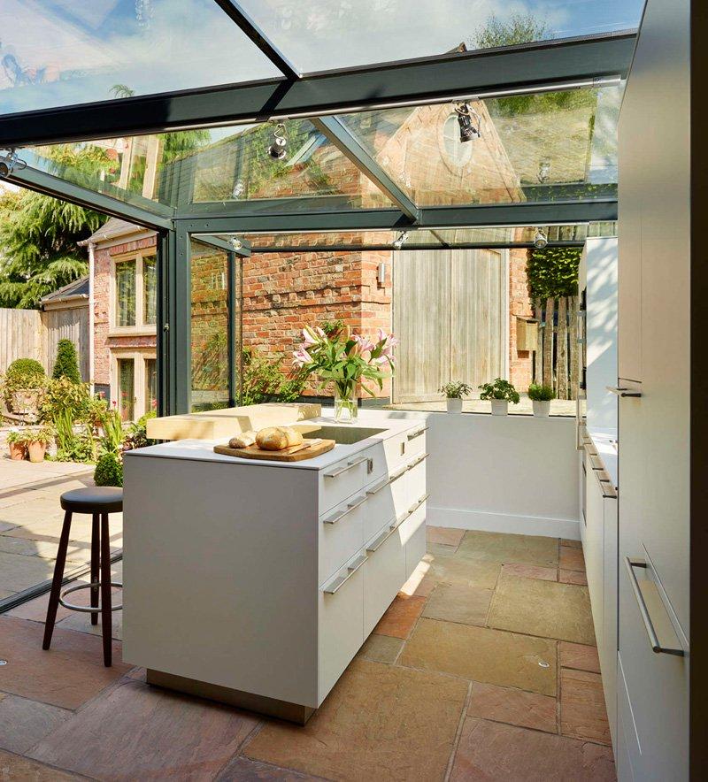 ampliación para la cocina con ayuda de paneles de cristal 6