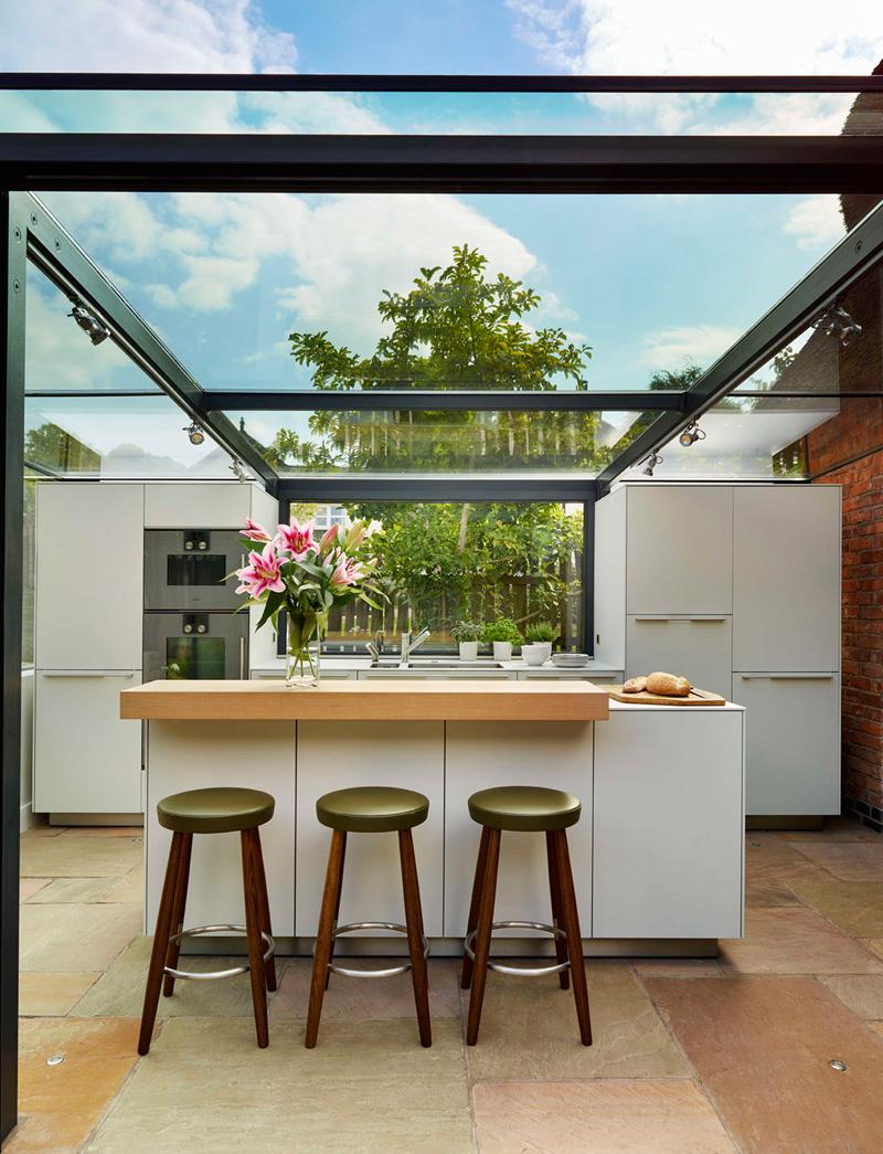 ampliación para la cocina con ayuda de paneles de cristal 9