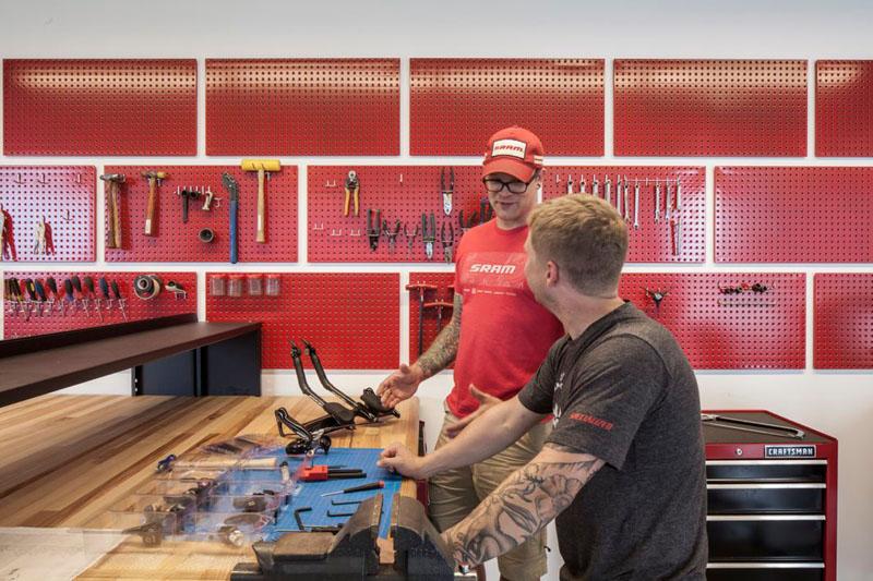 asi son las oficinas de sram, una empresa que fabrica componentes para bicicletas 8