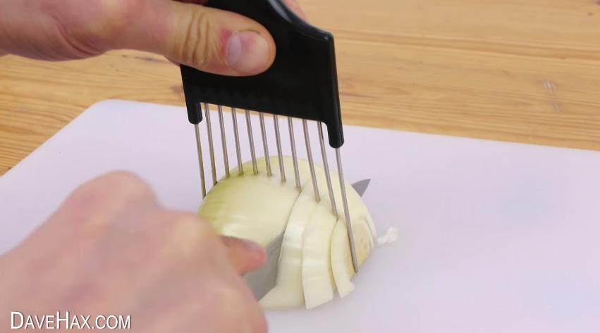como un peine puede facilitarte a la hora de cortar cebolla o cualquier verdura o fruta 11
