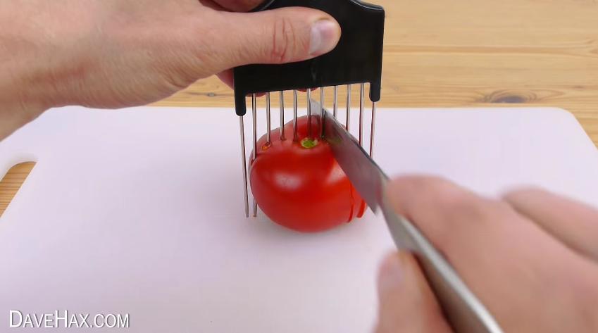 como un peine puede facilitarte a la hora de cortar cebolla o cualquier verdura o fruta 14