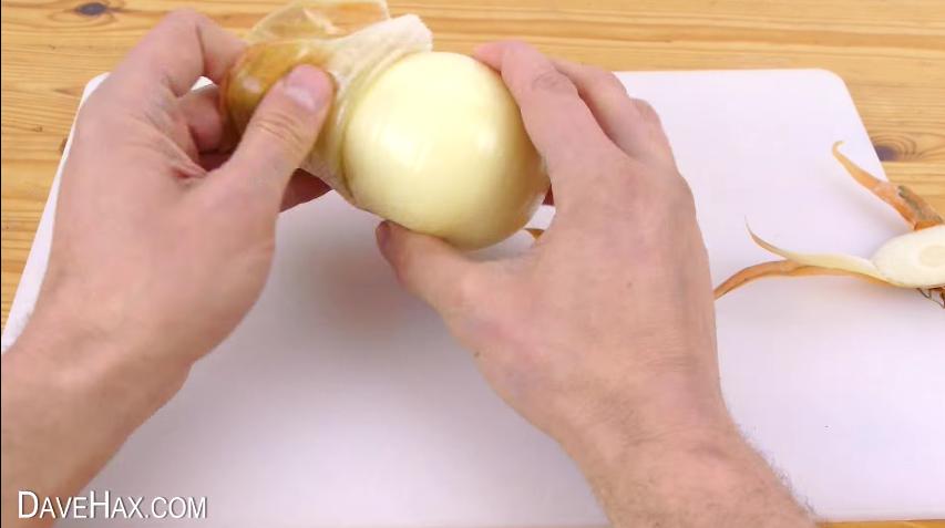 como un peine puede facilitarte a la hora de cortar cebolla o cualquier verdura o fruta 5