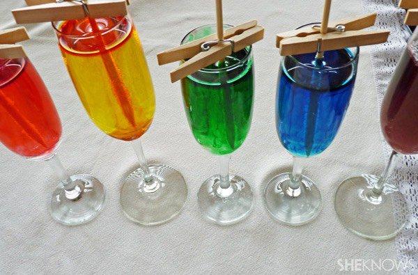 Cristales comestibles en experimento para niños