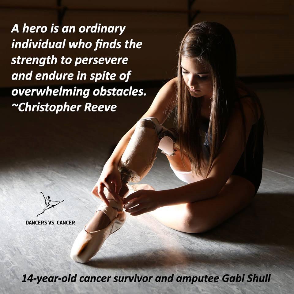 """""""Un héroe es una persona ordinaria que encuentra la fuerza para perseverar y resistir a pesar de obstáculos abrumadores."""" -Christopher Reeve"""