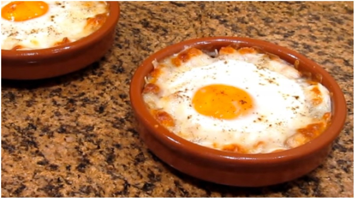 Aprende a cocinar los famosos huevos napole n y date un for Cocinando 1000 huevos