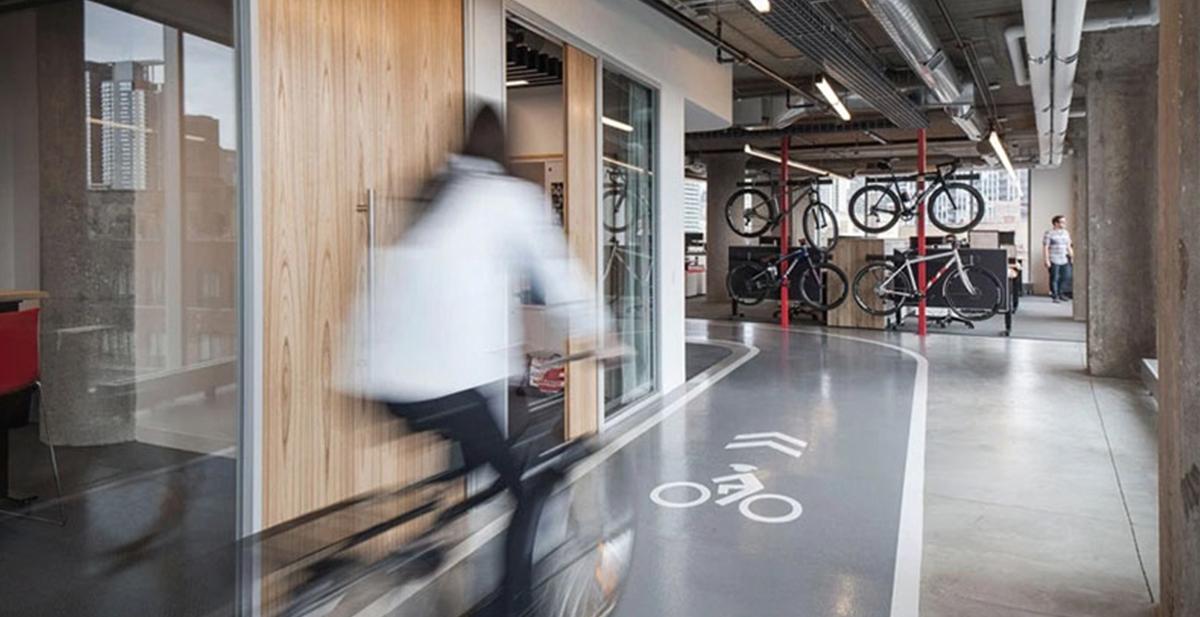 las oficnas en las que todo amante del ciclismo sueña trabajar
