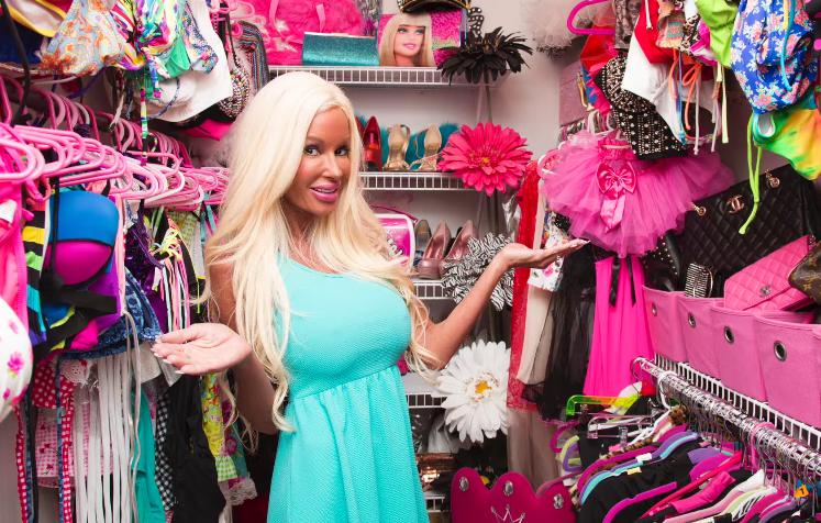 mujer lleva gastados medio milon para parecerse a la muñeca barbie 4