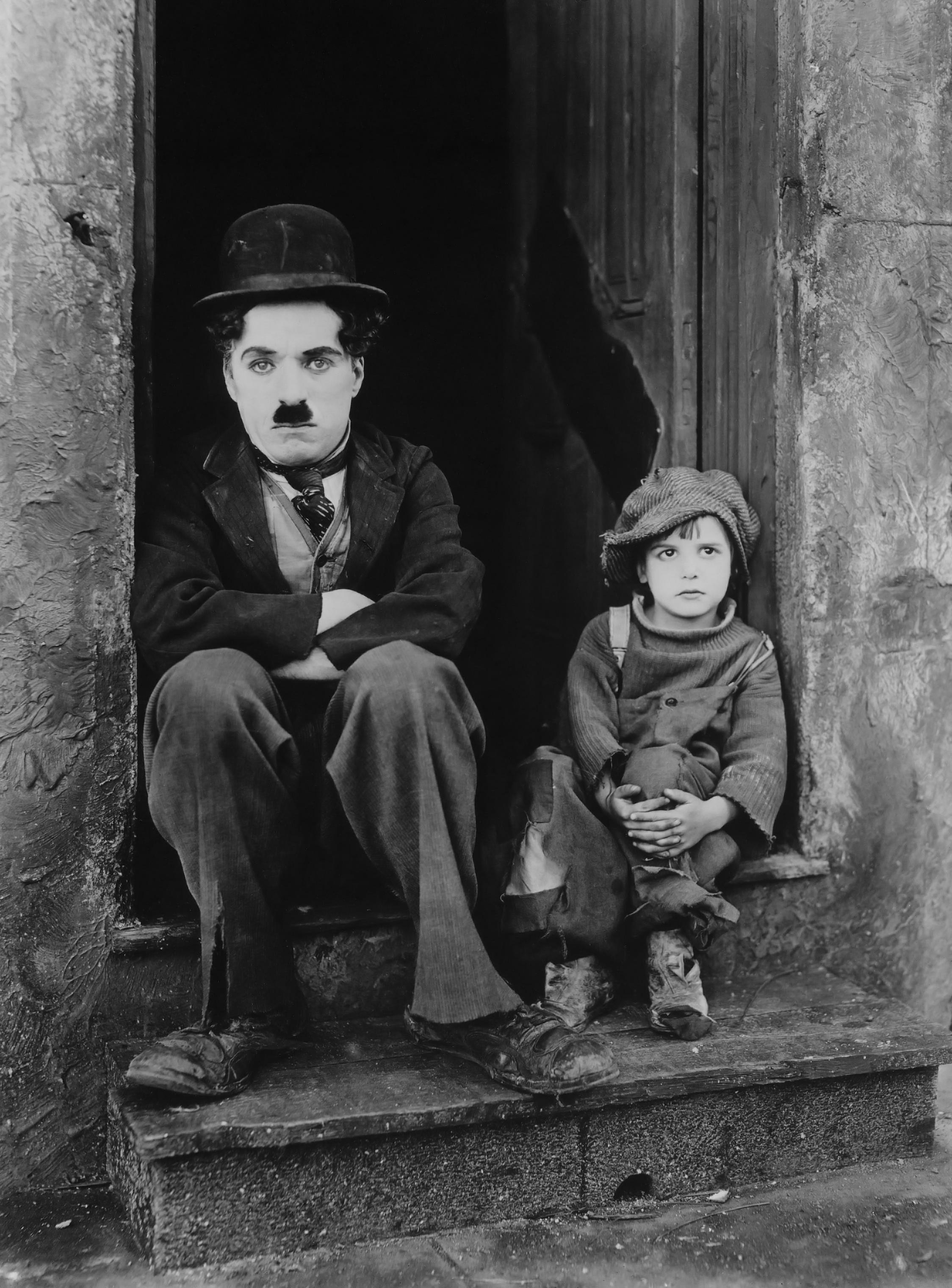 Chaplin y Jackie Coogan en El chico (1921)