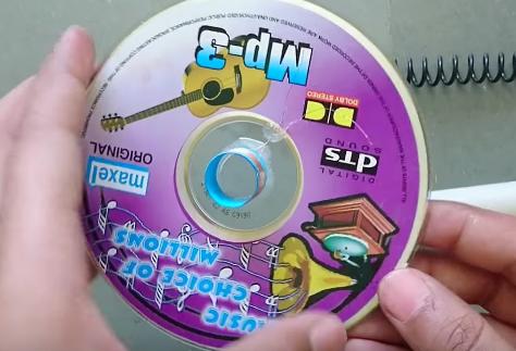 como fabricarte tu propio altavoz con un un cd de musica 12