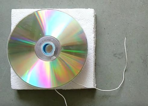 como fabricarte tu propio altavoz con un un cd de musica 16