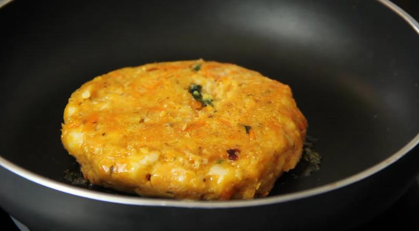 hamburguesa vegetal en la sarten