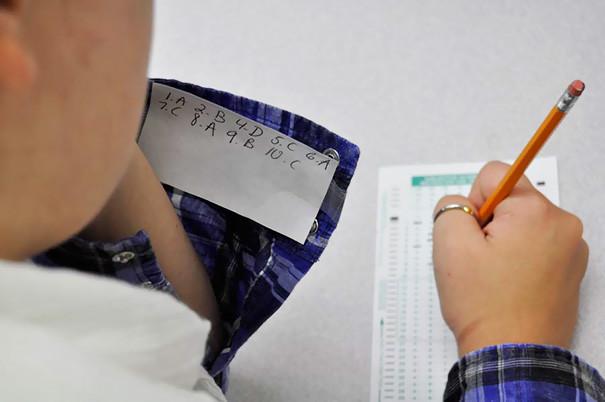 tecnicas ingeniosas para copiar en los examenes 11