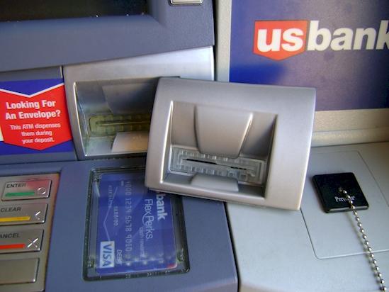 cajeros automaticos modificados por ladrones 5