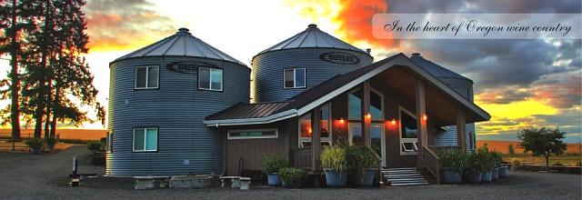 casa rural construida a partir de unos silos de aceite 2
