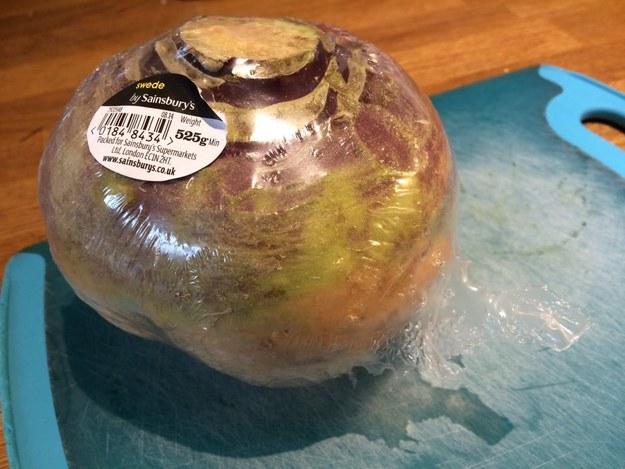 frutas y verduras envueltas innecesariamente en plastico 12