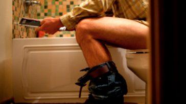la forma correcta de sentarse en el wc 1 364x205 - Llevamos toda la vida sentándonos mal en el váter y no lo sabíamos