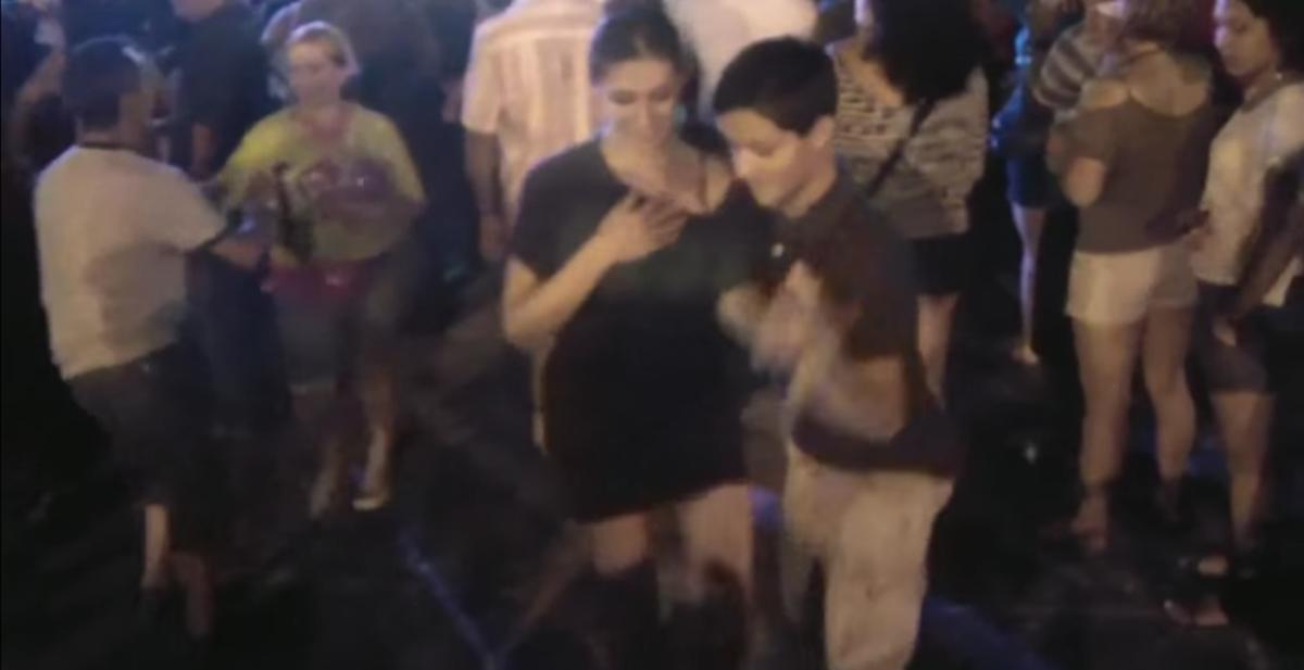 niño de 14 años baila salsa como un profesional