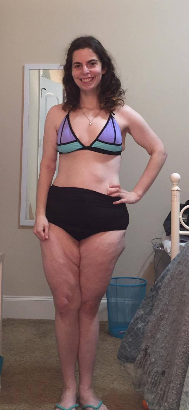 Chica no usar bikini
