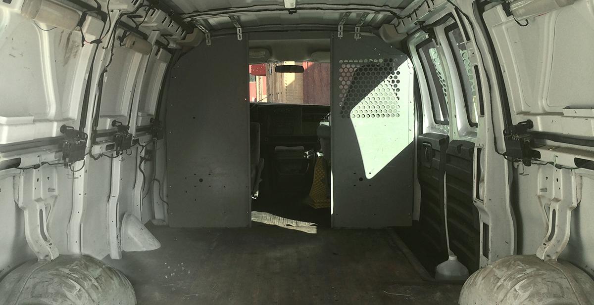 furgoneta vieja convertida en caravana de lujo