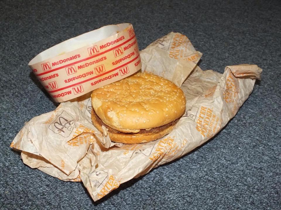 hamburguesa del mcdonalds guardada durante 20 años 3