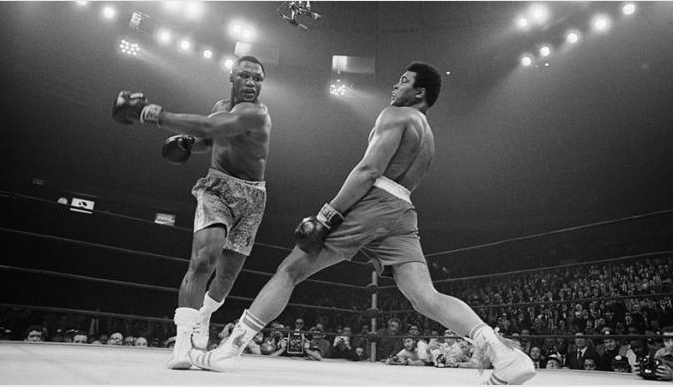 Muhammad Ali en su combate contra Joe Frazier