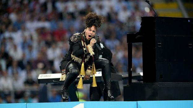 Alicia Keys ya ha usado Yomdr en alguno de sus conciertos