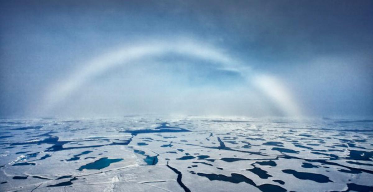 arcoiris blanco en el artico