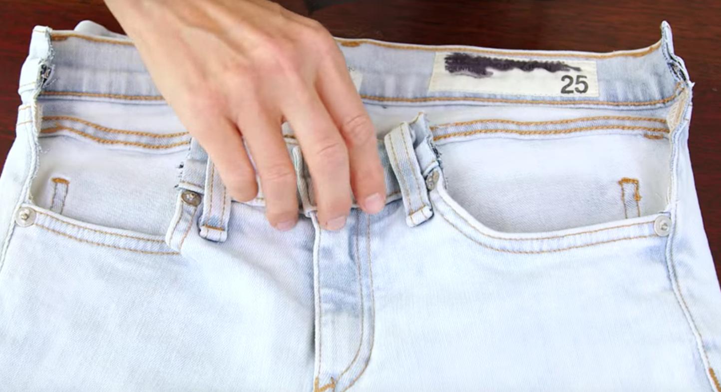 34260e797 Convierte tus actuales pantalones en unos premamá con este ingenioso truco