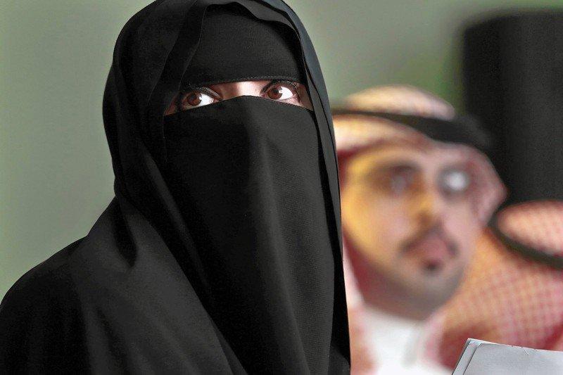 10 cosas que un amujer no puede hacer en arabia saudi 10