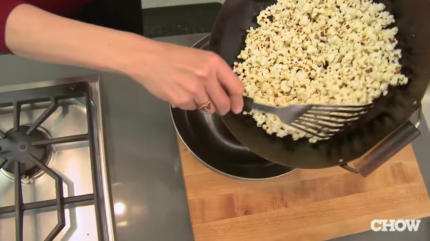 como hacer palomitas en un wok 8
