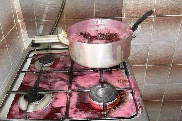 gente despistada liandola en la cocina 10
