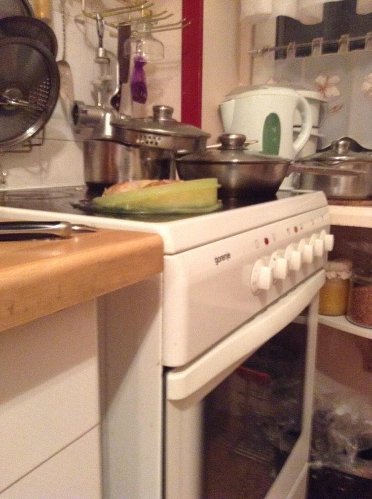 gente despistada liandola en la cocina 12