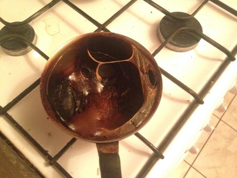 gente despistada liandola en la cocina 13