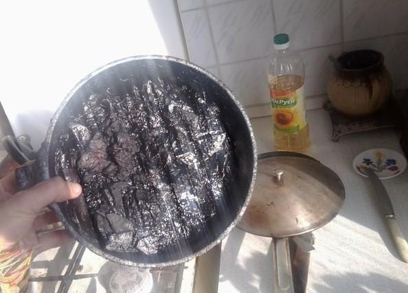 gente despistada liandola en la cocina 16