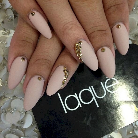 Instagram / @laquenailbar