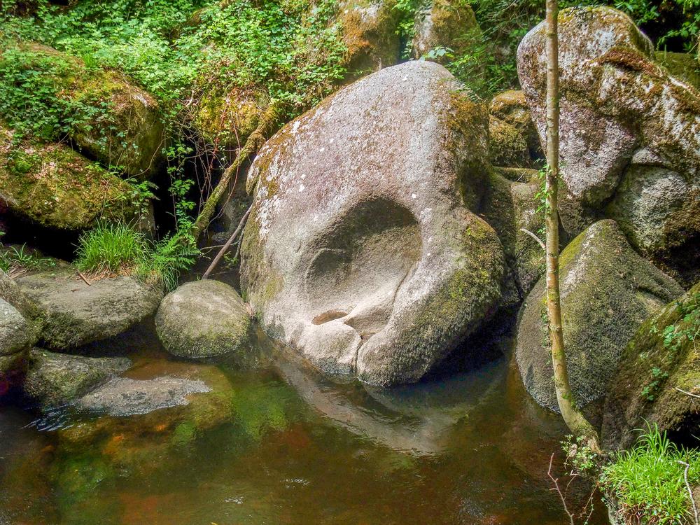 La roca de 137 toneladas que cualquiera puede mover y otras curiosidades del bosque de Huelgoat Mas-Huelgoat-foto-1