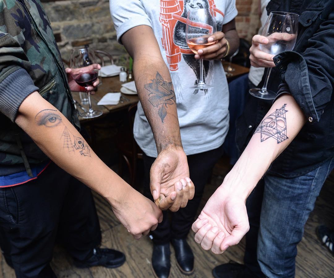 tatuaje agujero 12