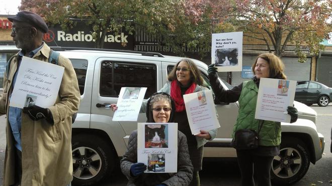 Manifestación frente a la clínica veterinaria de