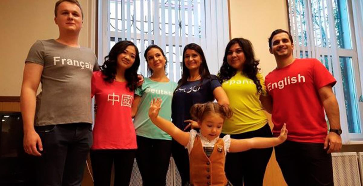 bella devyatkina habla 7 idiomas distintos con solo 4 anos de edad