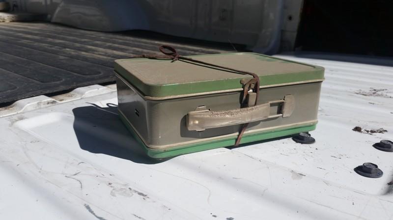 se encuentra 2 cajas de laton repletas de dinero en el sotano de su casa 1