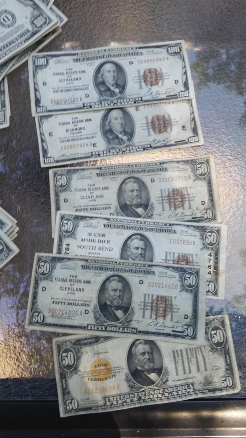 se encuentra 2 cajas de laton repletas de dinero en el sotano de su casa 10